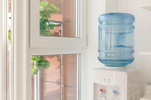 fontaine à eau pour entreprise et bonbonne